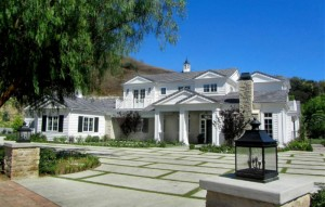 kylie-jenner-buys-mansion-in-hidden-hills-for-6m1